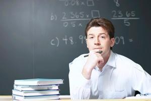 Riesgo de que pocos maestros llenen el nuevo perfil docente, dice el INEE