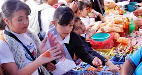 Capacitaran a ambulantes que vendan productos «chatarra»