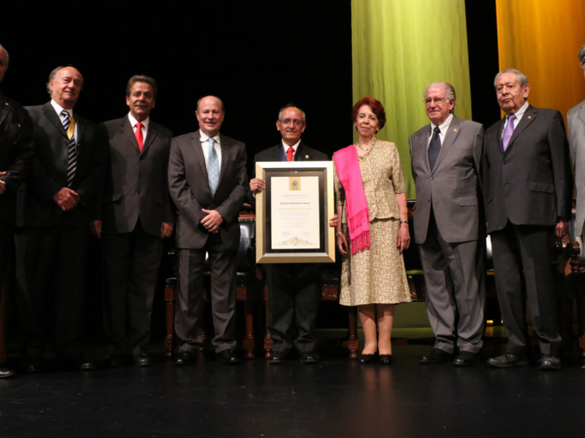 Entrega el Rector de la UASLP, Doctorado Honoris Causa a Francisco Marmolejo