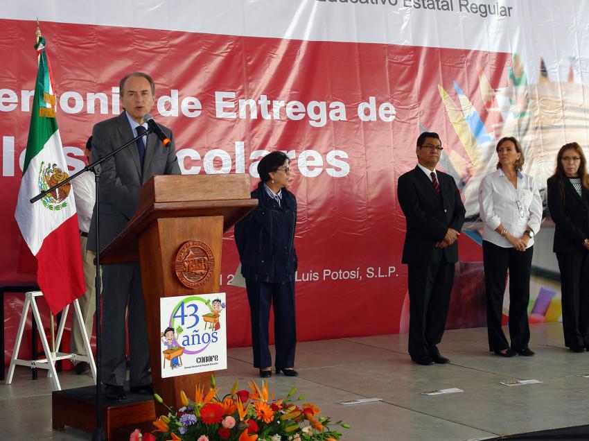 Entre la SEGE útiles escolares a 36,500 estudiantes de 105 primarias