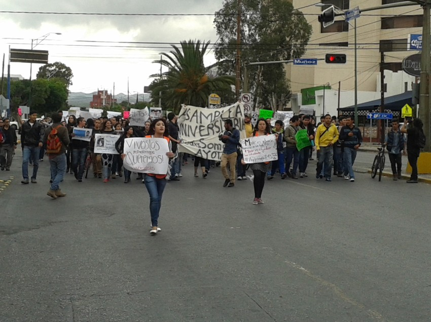 Protestan universitarios potosinos por caso Ayotzinapa