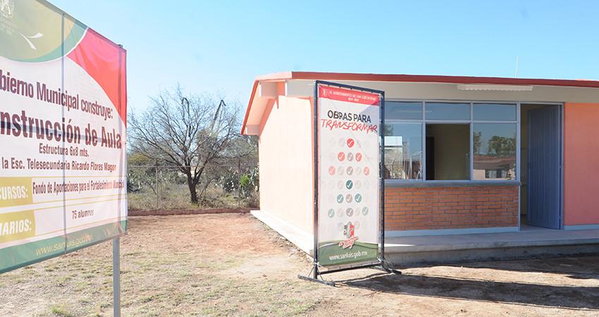 Entrega MGV obras educativas en Villa de Pozos