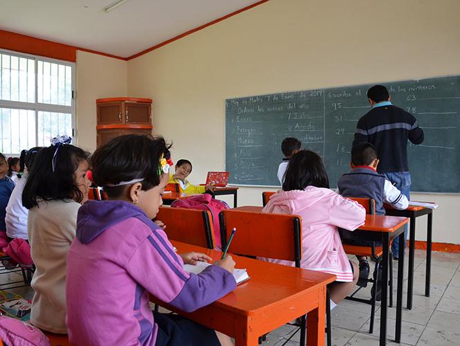 Urge mejorar calidad de maestros en México