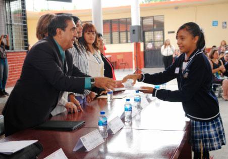 """Docentes y alumnas de la escuela Julián Carrillo, 1er lugar nacional en el concurso """"Clases+Divertidas"""""""