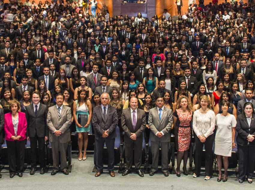 A buscar trabajo, 270 nuevos profesionales de Contaduría y Administración de la UASLP