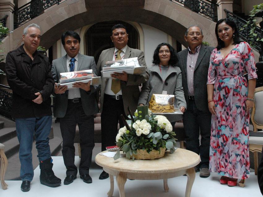"""MAESTRO DE SAN LUIS GANA EL PREMIO NACIONAL """"México LEE 2015"""""""