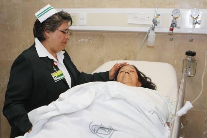 La vocación de los jóvenes que estudian enfermería debe de ser de servicio