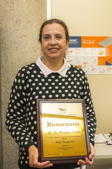 Maestra de la UASLP obtuvo el premio: Mérito Docente 2015 en Enfermería