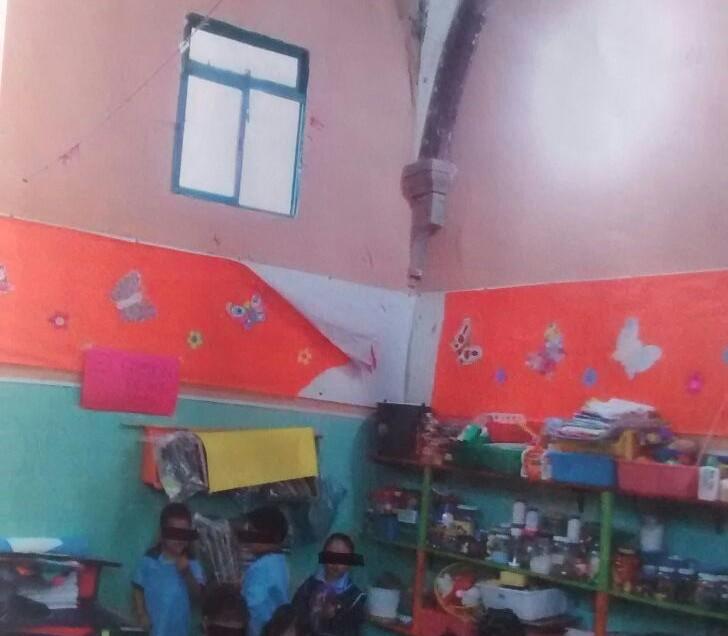 Piden padres de familia mejorar la escuela de sus hijos.