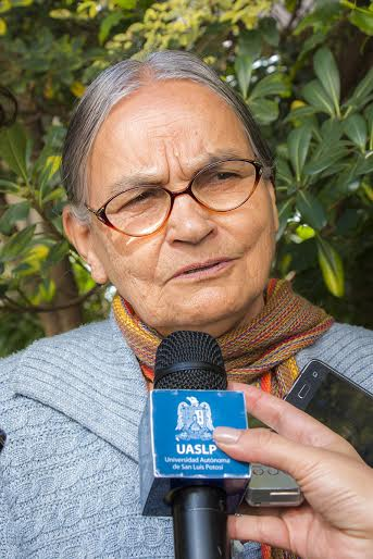 La profesora Radha Bhen Bhatt de la Universidad de Gandhi pide por la paz de SLP