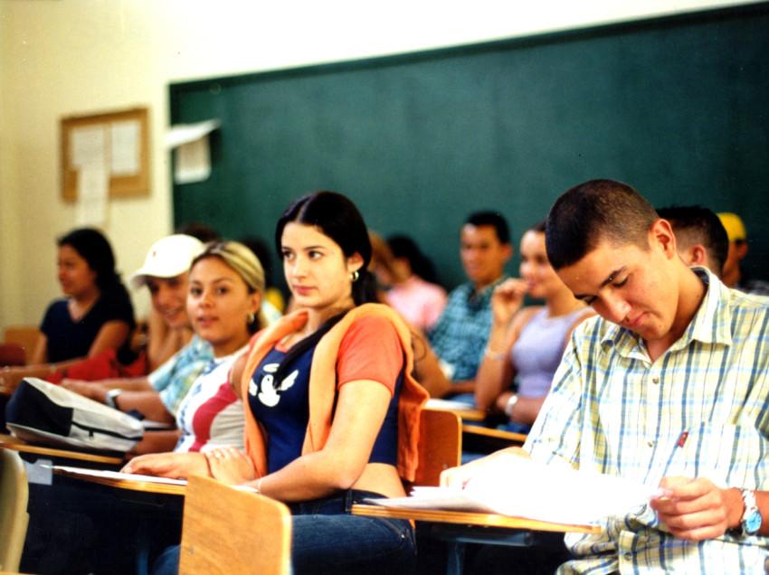 Sólo el 33 por ciento de los estudiantes en edad escolar cursan una carrera en México
