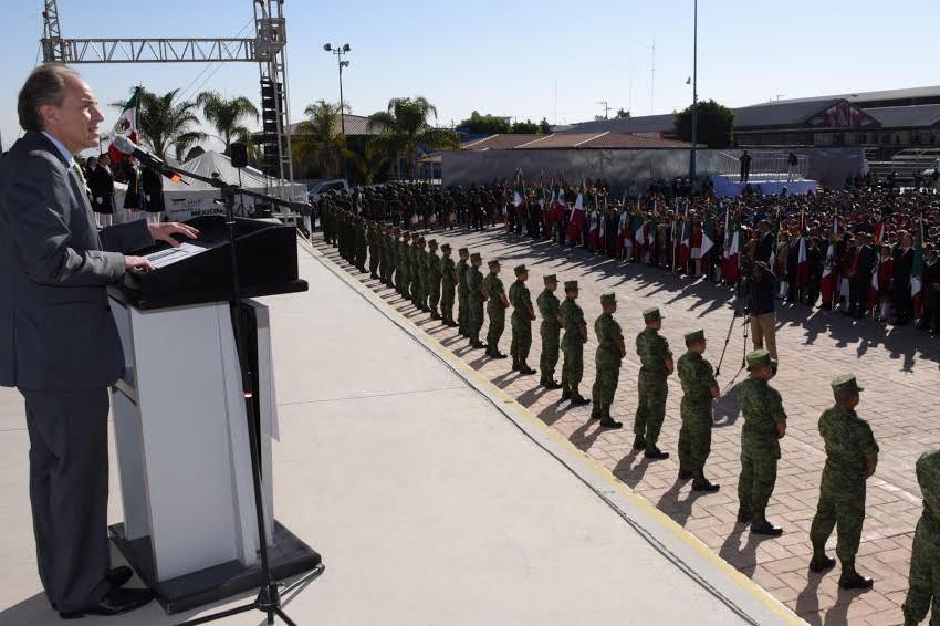 Toma Juramento a la Bandera a 5,200 alumnos.