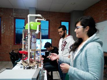 Con robot de asistencia médica, estudiantes de SLP representan a México en Colombia