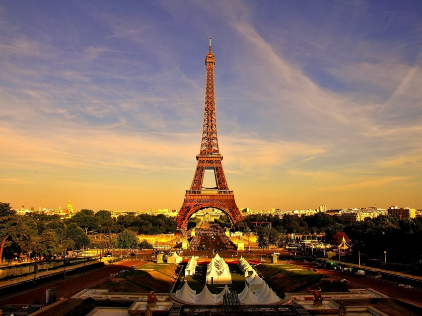 Invitan a universitarios a estudiar en Francia