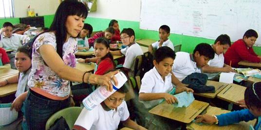 Asesoran a docentes y alumnos contra la inluenza
