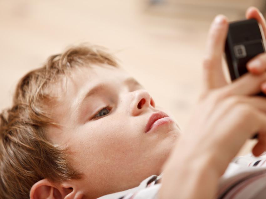 Los padres de familia deben estar atentos en como sus hijos utilizan el internet