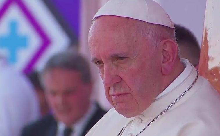 """""""Discutan, pero no terminen el día sin hacer las paces"""": papa Francisco a familias"""