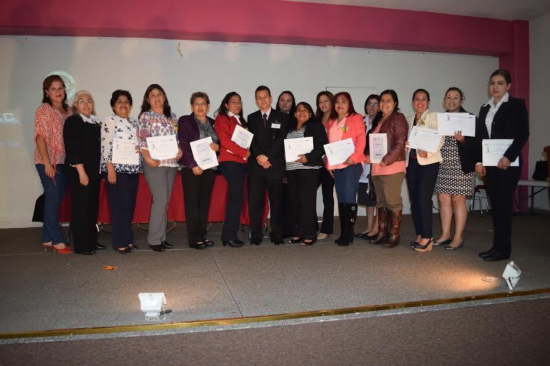 Alumnos del CECOBAC recibieron  reconocimientos por concluir sus estudios