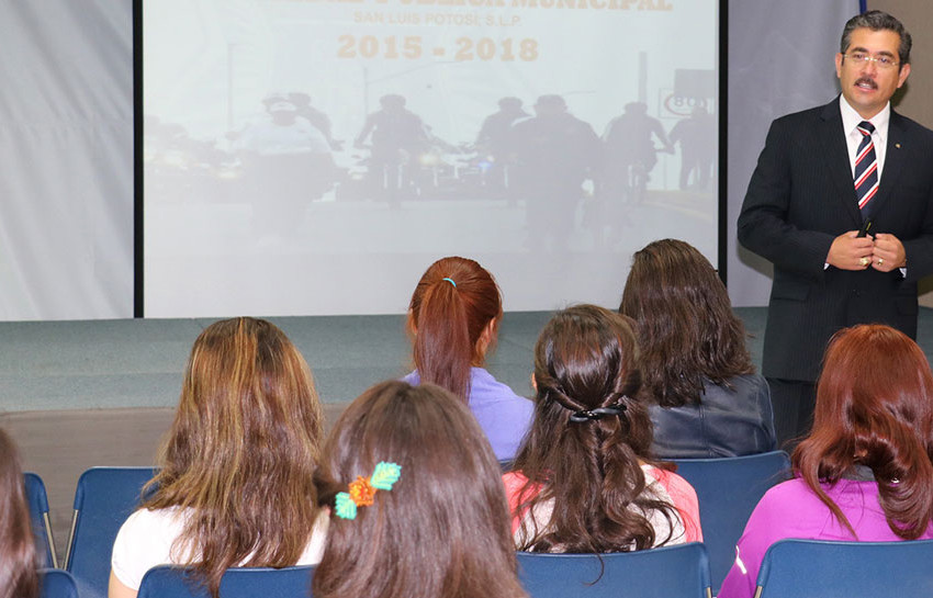 Comisario pláticó con alumnos del ITESM