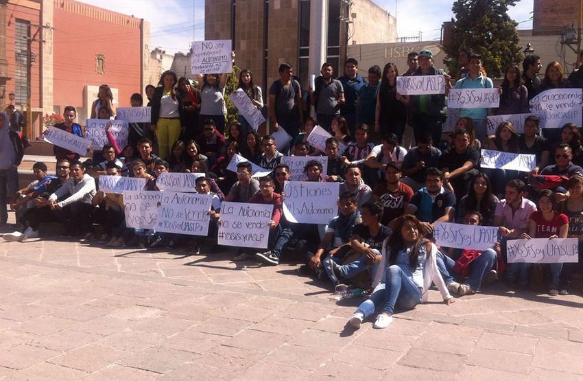 Universitarios protestan contra la FUP
