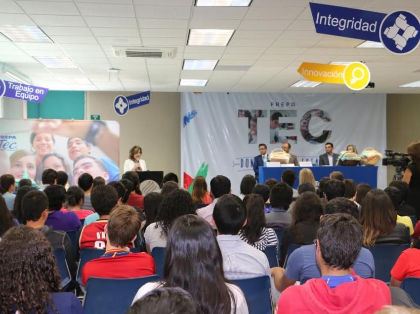 Alumnos de Preparatoria del Tecnológico de Monterrey entregan al DIF cobijas para familias en situación de pobreza extrema