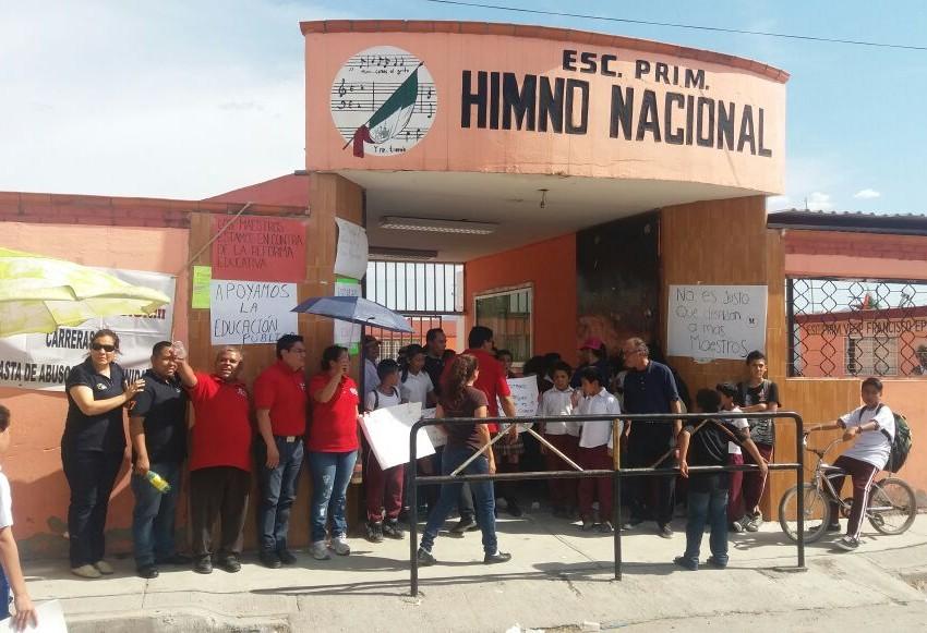 Protestan maestros y alumnos contra la reforma educativa
