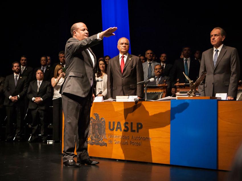 Manuel Villar Rubio rindió protesta como rector para el periodo 2016-2020