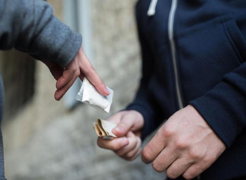Ofrecen droga a alumnos del COBACH afuera de los planteles