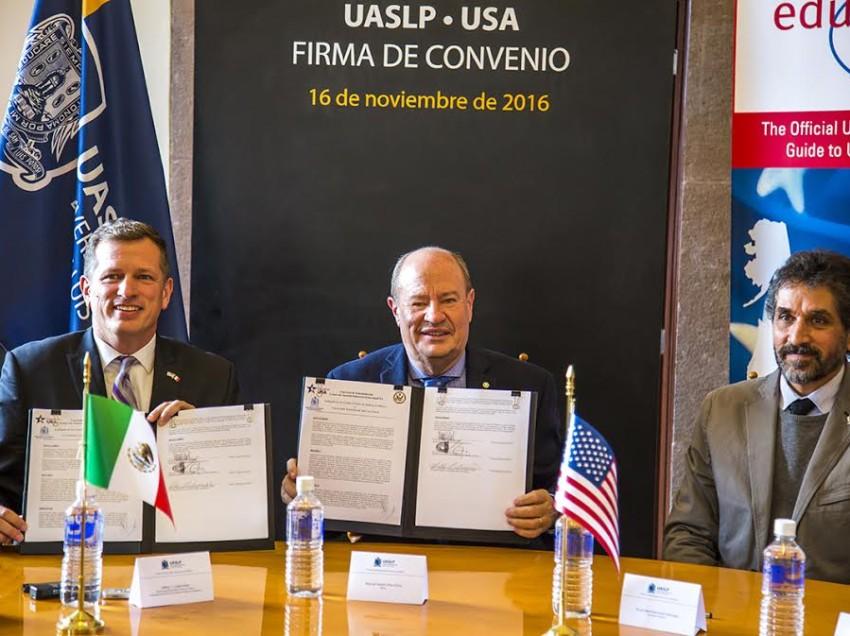 UASLP firma convenio con la Embajada Norteamericana