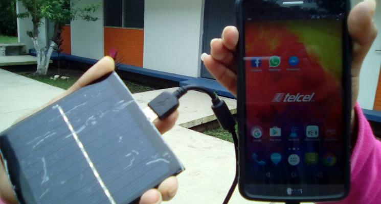 Estudiantes de Tamasopo diseñaron un cargador solar para celulares
