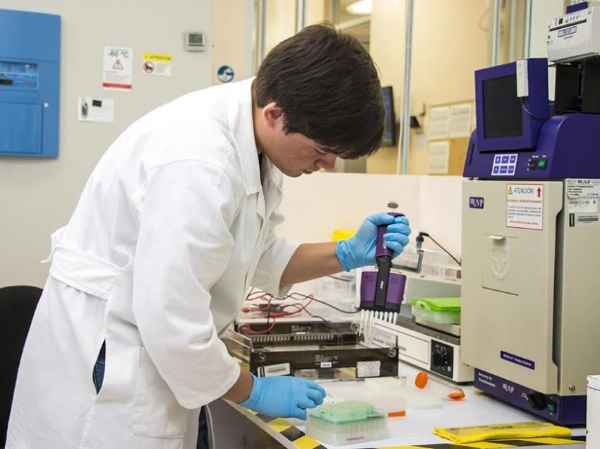 Estudiante de la UASLP, realiza proyecto enfocado a pacientes infectados por VIH