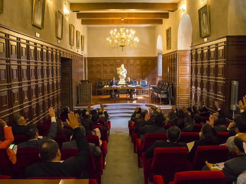 CDU-UASLP aprueba carrera 100 y un Doctorado Honoris Causa