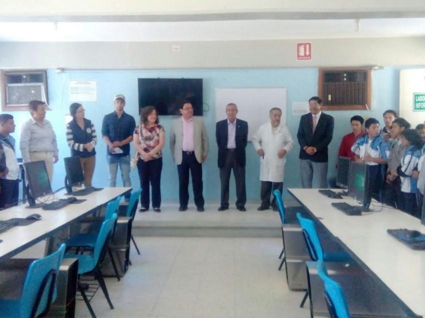 El Tecnológico de Monterrey dona 31 equipos de cómputo a alumnos del Conalep