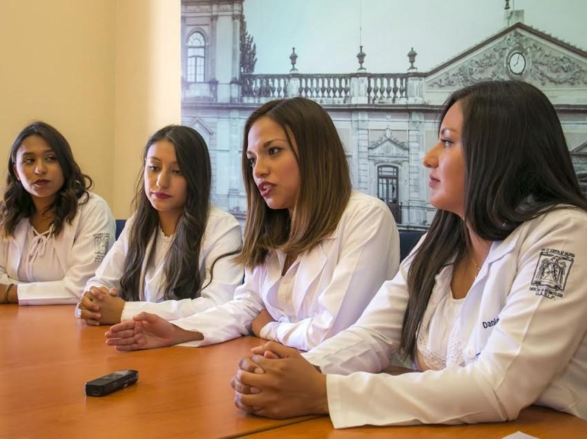 Alumnas de Estomatología obtienen 1° lugar en concurso internacional