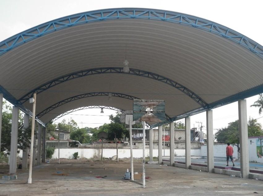 Invierten 17 mdp en construcción de techados en escuelas