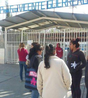 Niegan entrada a niños que no pagaron cuota voluntaria en la escuela Vicente Guerrero