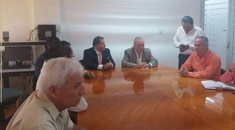 Ex seleccionado nacional dona micro mochilas a niños potosinos