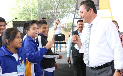 Inicia Alcalde Ricardo Gallardo obra en Secundaria del Saucito
