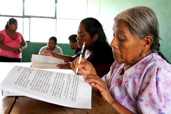 Fortalecen acciones contra el rezago educativo