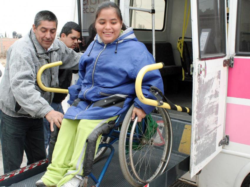 Ofrece DIF municipal transporte adaptado para población vulnerable que asista a la Fenapo