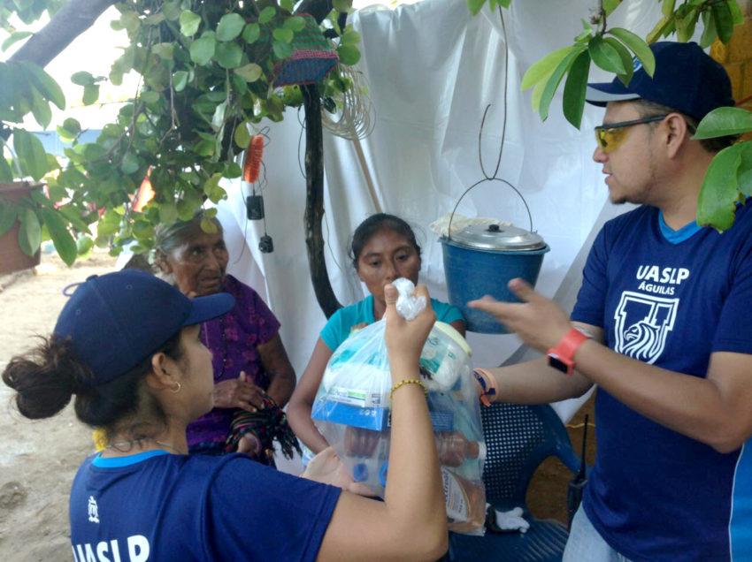 Brigada de la UASLP entrega víveres en comunidades siniestradas de Oaxaca