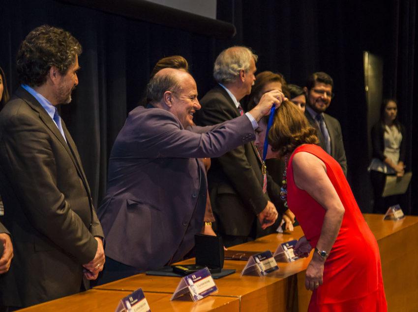 La UASLP reconoce a 116 profesores con 28 y 50 años de trayectoria