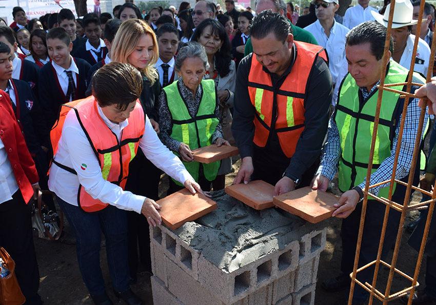 Colocan primera piedra de la secundaria Xicoténcatl Turrubiartes Flores