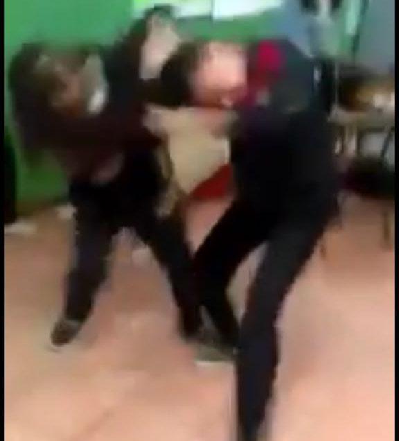 Niñas de primaria de SLP pelean en el salón de clases (video)