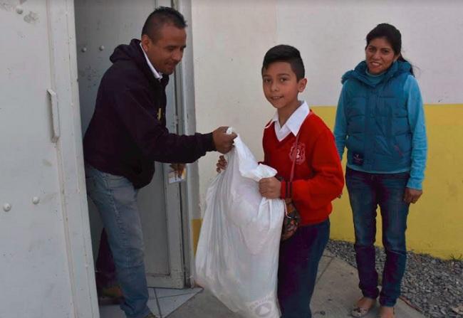 Entregan estímulos a la educación en Soledad