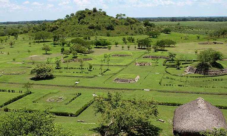 Arqueólogos muestran en la UASLP hallazgos de conjunto habitacional de Tamtoc