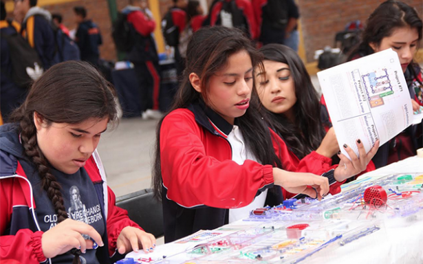 """Se realiza la """"Feria de Ciencia y Tecnología"""" en la preparatoria municipal del Saucito"""