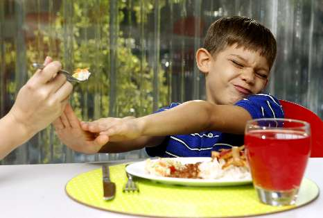 ¿Obligas a comer a tu hijo? Cinco razones para no hacerlo