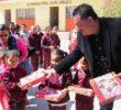 Entregan 233 paquetes escolares en nueve primarias
