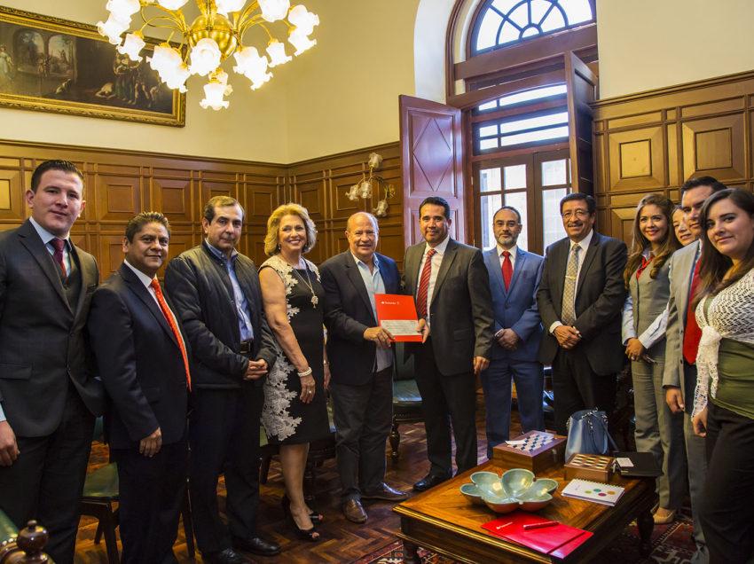 Rector de la UASLP recibió donativo de Grupo Santander Universidades